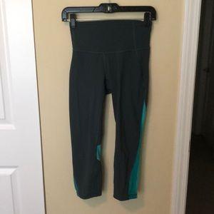 Lululemon green cropped leggings sz 4 83781
